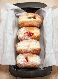 A beloved traditional food enjoyed during Hanukkah is sufganiyot (jelly-filled doughnuts). We made a healthier version (baked) without sacrificing flavor! Donut Recipes, Bread Recipes, Keto Recipes, Keto Donuts, Baked Donuts, Doughnuts, Dunkin Donuts, Stop Overeating, Best Chocolate Cake