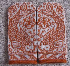 Ravelry: Project Gallery for Kissing Koi Mittens pattern by Lisa Perusse … Knitting Charts, Knitting Socks, Hand Knitting, Knitting Patterns, Start Knitting, Crochet Mittens, Mittens Pattern, Knitted Gloves, Knitting Designs