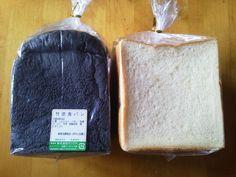 120830マツウラの食パン。竹炭食パンとプレーンな食パン。