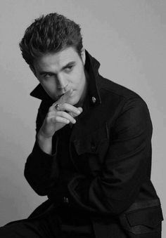 Afbeelding via We Heart It #beautiful #blackandwhite #cool #cute #cuteboy #forever #Hot #perfect #picture #sexy #thevampirediaries #silas #paulwesley #stefansalvatore #tvd