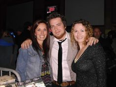 Such a beautiful pic shared by Emily.......Lee DeWyze @Jessica M. & me (@Emily Kirkpatrick at the Altar Bar in Pittsburgh, PA 11/11/13