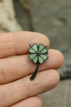 Four leaf clover brooch, Green Shamrock, St. Patricks Day, Lucky Clover, Irish St patricks day brooch, Green Clover Celebration, jewerly irish It is handcrafted exclusive design brooch made from stained glass and patinated copper. Made with classical tiffany method. The length of