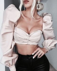 32 Awesome Crop Top Styles Ideas Summer Outfit Classy Look Stylish Outfits To Wear Now Fall Fashion Crop Top Outfits, Preppy Outfits, Classy Outfits, Cute Outfits, Stylish Outfits, Crop Top Styles, 90s Fashion, Fashion Beauty, Fashion Outfits