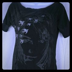 Black Dove And Girl Graphic Tee By Fang This is an adorable t-shirt from Fag. It is solid black and has graphics of white doves flying across it, as well as the outline of a pretty girl's face. This would be great for anytime where, and there are no flaws in it! This is a size small. #doves #blacktee #graphictee Fang Tops Tees - Short Sleeve