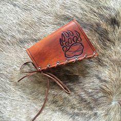Кожа прикладом Крышка с 12-го калибра Патроны Патрон Slot & Grizzly Brown Bear Paw Design - Охотничий дробовик со Wrap Shotgun Stock Обложка