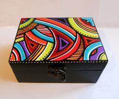 """Boite à bijoux multicolore """"Géométrik 2"""" en bois peint Wooden Box Crafts, Cigar Box Crafts, Painted Wooden Boxes, Wood Boxes, Pallet Painting, Dot Painting, Painting On Wood, Altered Cigar Boxes, Wooden Keepsake Box"""