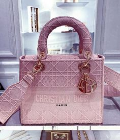 top quality replica handbags, louis vuitton replica, chanel replica, dior replica, hermes bag replica, gucci replica replica belts Where to obtain this purses🖤👉🏻👉🏻click image/video to reach our site or check our website: www.vho.to or ☎️WhatsApp: +8618666021721 👈🏻👈🏻👈🏻 ▪️▪️▪️ ✈️Worldwide Express Shipping🌏 ▪️▪️ Repin it if you like my posts :) #womansboutique #boldstyle #streetstylerepublic #instastylefashion #ooyd #fashioninhappiness #streetstylephotographer #lookofthefay #.. Best Handbags, Hermes Handbags, Purses And Handbags, Chanel Backpack, Chanel Purse, Chanel Bags, Latest Bags, Replica Handbags, Luxury Bags