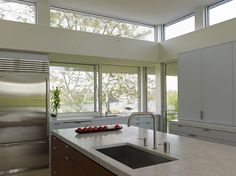 House by the Pond, Kitchen Frank Oudeman Beautiful open and full of light . My favorite kitchen design .