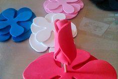 Ideas que mejoran tu vida Fondant Flowers, Felt Flowers, Diy Flowers, Paper Flowers, Pencil Topper Crafts, Pencil Toppers, Dyi Crafts, Foam Crafts, Paper Crafts