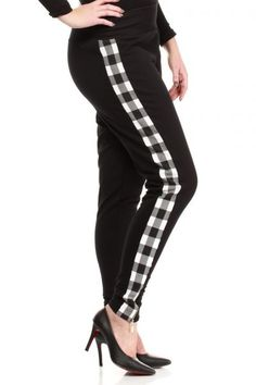 Czarne spodnie w rozmiarze plus size Capri Pants, Plus Size, Fashion, Moda, Capri Trousers, Fashion Styles, Fashion Illustrations