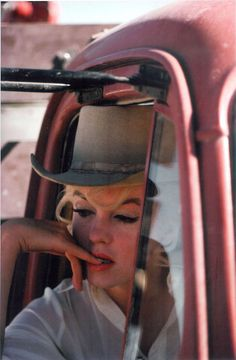 """Marilyn Monroe as """"Roslyn Taber"""", photographed by Eve Arnold on the set of The Misfits in Nevada, 1961."""