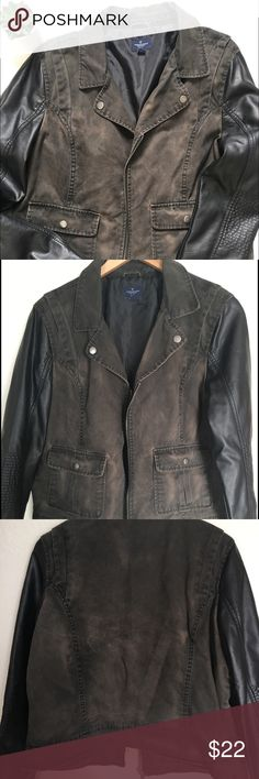 American Eagle jacket with faux leather sleeves American eagle utility style jacket with faux leather sleeves. Missing detachable hood. Otherwise in good condition. American Eagle Outfitters Jackets & Coats Utility Jackets