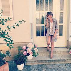 work day outfit - white shirt, denim shorts and trench coat, don't forget the nude pumps :) blaccbird - fashion made in Reutlingen