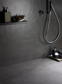 Rivestimento bagno in gres effetto cemento, serie Smart Town, colore Dark    #rivestimentibagnoingres