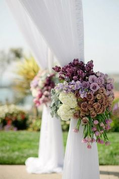 Romantic and chic flower arrangement perfect for an outdoor wedding.