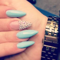 What's your preference? Pointy nails? Square? or Rounded? I just love this turquoise/bling combo.