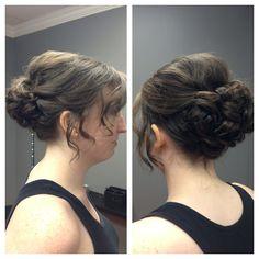 Wedding hairstyle Wedding Venues, Wedding Ideas, Bride Book, Prom Hairstyles, Bridesmaid Hair, Hair Dos, Wedding Make Up, Pretty Woman, Wedding Planning
