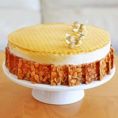 """Faith cookies: cooperation with """"violent dough"""" and beehive Christmas cake Bee Cakes, Cupcake Cakes, Cupcakes, Cheesecake Recipes, Dessert Recipes, Cake Story, Honeycomb Cake, Bolo Cake, Creative Desserts"""