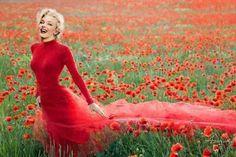 Marilyn Monroe in Red. Her best color.