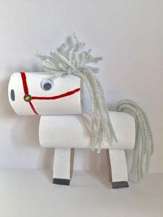 Echt van alles kun je knutselen met wc rollen. Zo ook dit paard van Sinterklaas Crafts To Do, Easy Crafts, Crafts For Kids, Arts And Crafts, Paper Plate Art, Paper Plate Crafts, Paper Plates, Toddler Crafts, Preschool Crafts