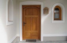 Haustüren aus Massivholz in Österreich   Rusticatio Türen und Fenster Exterior, Furniture, Home Decor, Window Grill, Wood Windows, House Siding, Castle Doors, Traditional Front Doors, Antique Doors
