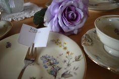 Tischkarten in Buchform für liebe Gäste – Tischdekoration Namensschilder- #Gabel #Namensschild #Einfach #Buch #kreativ #Kaffeetafel #Teatime #Deko #simple www.Melusines-Welt.blogspot.de