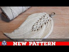 Diy macrame feathers tutorial new pattern keychain wall hanging Macrame Wall Hanging Diy, Macrame Art, Macrame Projects, Micro Macrame Tutorial, Magic Knot, Diy Keychain, Macrame Design, Macrame Patterns, Etsy