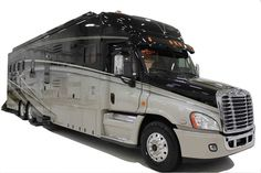 Equine Motorcoach offers a line up of luxury horse trailers and RV combinations that are second to none. Car Wheels, House On Wheels, Star Bus, Horse Transport, Luxury Rv, Horse Trailers, Rv Trailers, Horse Gear, Rv Life