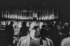 Algunas personas tienen habilidades especiales para carretear su secreto es que no les importa lo que los demás digan. Ellos la pasan bien! #SantiagoNightlife #elcarretenopara #esviernesymicuerpolosabe #night #nightlife #dance #music #whocares