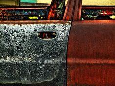 Un carro quemado por vándalos. La Asunción, Isla de Margarita.     accesorios  carros