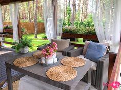 Jak urządzić drewniany taras? Moje sposoby na wyjątkowy klimat. - Twoje DIY Bahay Kubo Design, Outdoor Furniture Sets, Outdoor Decor, Cozy Place, House In The Woods, Home Interior Design, Beautiful Homes, Pergola, Cottage