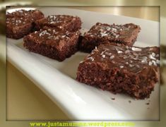 Chocolate Weetbix Slice - made this low fodmap by using gluten free flour mix and gluten free weetbix! A really easy and delicious slice. Chocolate Weetbix Slice, Chocolate Oats, Chocolate Truffles, Baking Tins, Baking Recipes, Cake Recipes, Yummy Recipes, Recipies, Baking Ideas