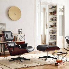 Vitra Lounge Chair, Kids Lounge Chair, Pool Lounge Chairs, Lounge Chair Design, Eames Chairs, Outdoor Lounge, Swivel Chair, Outdoor Living, Design Furniture