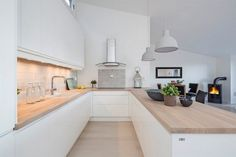 There is no question that designing a new kitchen layout for a large kitchen is much easier than for a small kitchen. A large kitchen provides a designer with adequate space to incorporate many convenient kitchen accessories such as wall ovens, raised. White Kitchen Worktop, White Ikea Kitchen, Open Plan Kitchen, New Kitchen, Kitchen Decor, Kitchen Ideas, U Shaped Kitchen, Küchen Design, Interior Design Kitchen