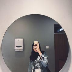 Casual Hijab Outfit, Ootd Hijab, Girl Hijab, Girls Mirror, Mirror Pic, Muslim Girls, Muslim Women, Hijab Dpz, Hijab Cartoon