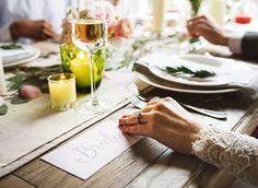 Krok po kroku organizujemy wesele z klasą - Chcesz zorganizować wesele z klasą? Nie wiesz, jak się do tego zabrać? Które dekoracje, zaproszenia, atrakcje będą najlepsze? Poniżej przedstawimy Ci krok po kroku, jak zorganizować niezwykłe wesele z klasą. Elegancki ślub, wystawne przyjęcie. O takim scenariuszu marzy wiele par. Okazuje się, że... - http://www.letswedding.pl/krok-kroku-organizujemy-wesele-klasa/