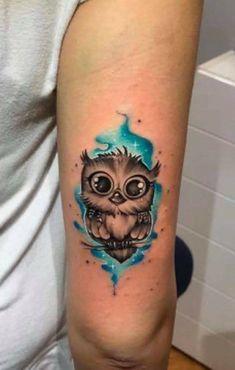 Baby Owl Tattoos, Cute Owl Tattoo, Owl Tattoo Small, Tattoo Owl, Tattoo Designs For Women, Tattoos For Women Small, Small Tattoos, Buho Tattoo, Aquarell Tattoos
