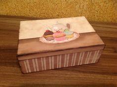 Caixa de chá em MDF, decorada com decoupage