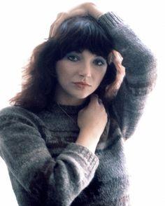 Kate Bush Uk Singles Chart, Linda Ronstadt, Women Of Rock, Female Singers, Record Producer, New Wave, Music Artists, Beautiful Women, Celebs