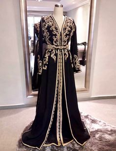 Black Long Sleeve Moroccan Caftans Sweep Train Vintage Party Dress with Embroidery Moroccan Kaftan Dress, Caftan Dress, Hijab Dress, Traditional Fashion, Traditional Dresses, Arabic Dress, Mode Abaya, Arab Fashion, Muslim Fashion