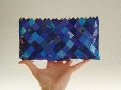 Candywrapper clutch in blue. Perfect for your mobilephone, sunglasses, lipstick and creditcard.