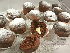 Muffin al cacao con cuore di cioccolato bianco, ricetta golosa Italian Desserts, Italian Recipes, Cake Cookies, Cupcakes, American Cake, Biscotti, Oat Muffins, Cacao, I Foods