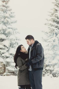 Proposal Photography for Ridiculously Happy People Winter Proposal, Christmas Proposal, Christmas Engagement, Romantic Proposal, Winter Engagement, Proposal Photography, Woods Photography, Winter Photography, Engagement Photography