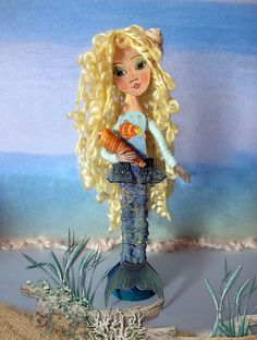 Clothes Pin Art Dolls by Inma  http://www.flickr.com/photos/inmasdolls/7698968888/