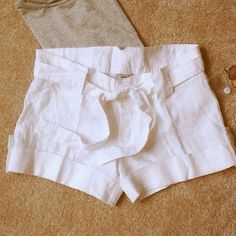 """SALE TODAYWhite Lined Cuffed Shorts and Belt ÉLAN White 100% White Linen Shorts with linen belt. Inseam 3 1/4"""" Rise 8"""" Waist 30"""". BRAND NEW with TAGS. Elan Shorts"""