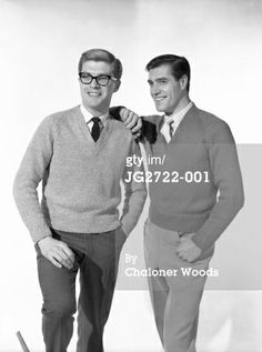 Chaloner Woods, Menswear' Love Hulton-Getty's caption: Two swaggering academic types share a joke while showing off their woollen V-neck jumpers and trousers with stay-press creases. Male Friendship, Disney Renaissance, Ivy Style, Little Shop Of Horrors, Gentleman Style, Gentleman Fashion, Mod Fashion, Hippie Outfits, Timeless Classic