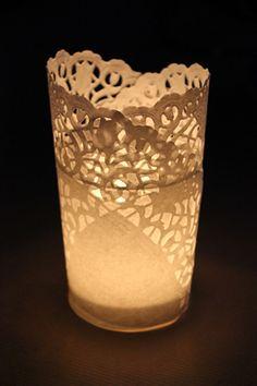 DIY : photophores napperons en papier  mode d'emploi sur http://thebridenextdoor.fr/2011/12/13/diy-photophores-napperons-en-papier/