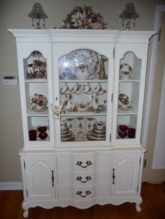 love this hutch with all the eye candy