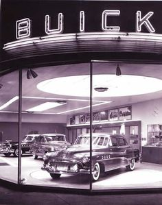 Throwback to a classic looking Buick Dealership. Buick Cars, Buick Gmc, Chevrolet, Automobile, Buick Roadmaster, Photos Originales, Roadster, American Classic Cars, Vintage Trucks