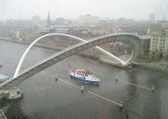 Gateshead Millenium Bridge: a única ponte basculante do mundo - Clique e Veja